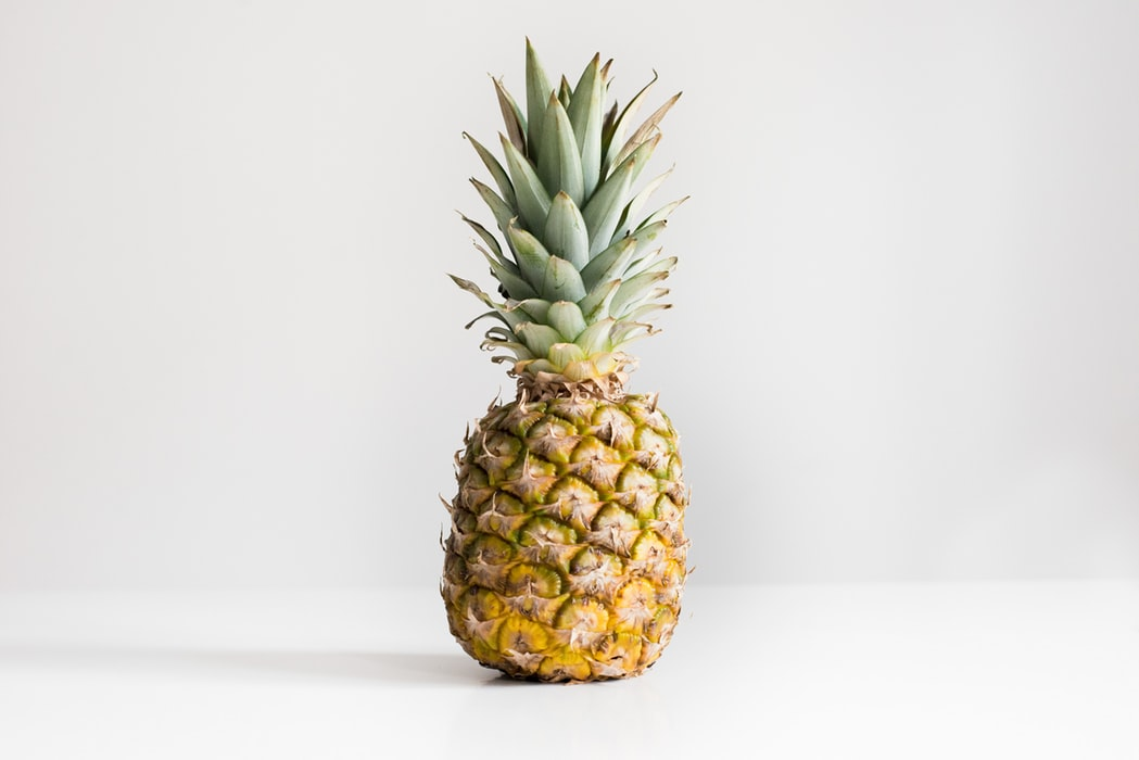 pineapple-on-table